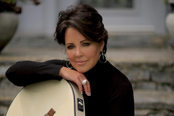 """World Premiere: Kelly Lang – """"Mr. Right"""""""