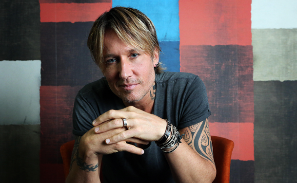 "Keith Urban's ""Female"" Empowerment Anthem Tops Charts"